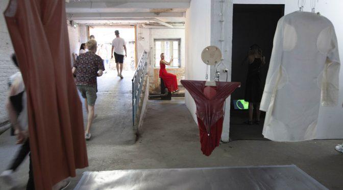 """Ausstellung """"Deformation Complete: Die Freiheit eines Bratenwenders"""""""